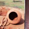 பரமத்திவேலூர் அருகே அரசு பள்ளி மைதானத்தில் முதுமக்கள் தாழி, எலும்புகளுடன் கண்டெடுப்பு: மரக்கன்று நட குழி தோண்டியபோது கிடைத்தது