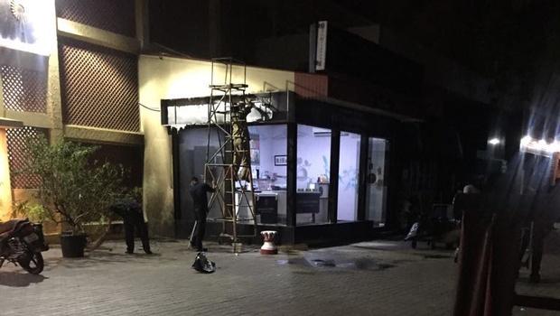 சென்னையில் உள்ள கன்னட 3 நட்சத்திர விடுதியில் பெட்ரோல் குண்டு தாக்குதல் ! கண்ணாடிகள் நொறுங்கின!