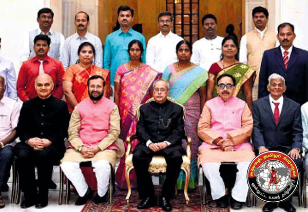 தமிழறிஞர்களுக்கு செம்மொழி விருது: ஜனாதிபதி பிரணாப் முகர்ஜி விருதுகளை வழங்கினார்!